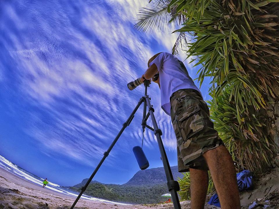 Fotógrafo Joe Magrones, na Praia de Maresias (SP)