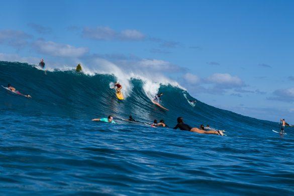 Raquel Heckert e Silvia Nabuco dropando uma bomba em Oahu pelas lentes de Pedro Abreu