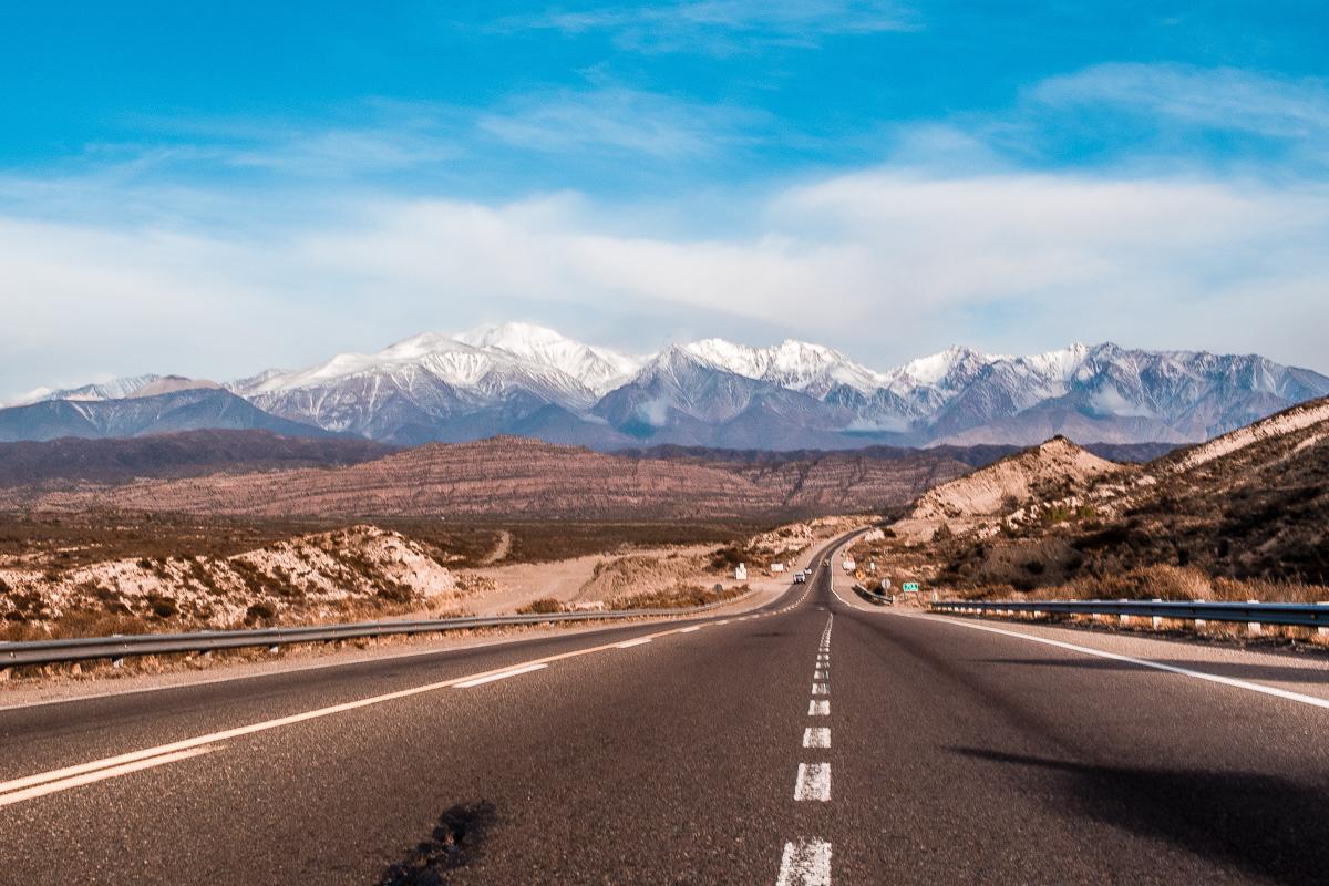 Estrada de Mendoza, na Argentina