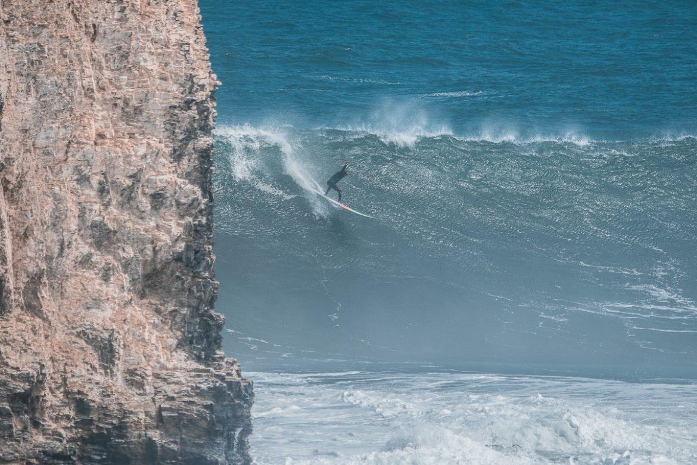 Chacha Ibarra dropando a boa do dia em Punta de Lobos