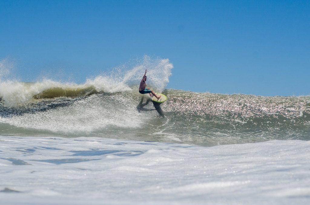 Praia da Baleia, 09/12 por Eduardo Hiroshi